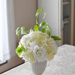白い花 アーティフィシャルフラワーアレンジ