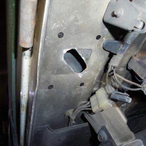 サンバートラック(KS4)のエンジンフードステー。