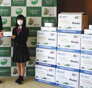【速報】女子高生が市にマスク2万枚を寄贈し市職員もびっくり😲