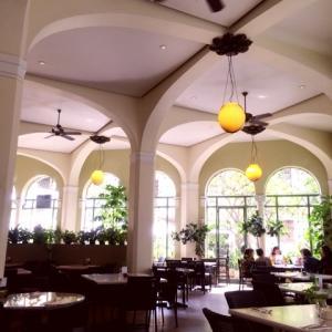 Cafe Julia(カフェ ジュリア)は外も室内も雰囲気が最高の場所~大人数のパーティも可能なのでハワイウェディングのレセプションにも!