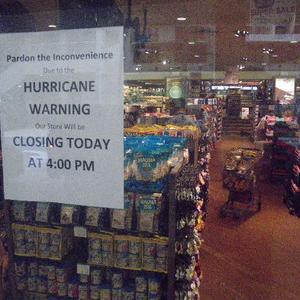 ハワイでハリケーンに遭遇した体験記~店舗が殆ど閉まっていてふと気が付いた・あ!メシがない!