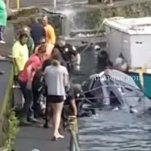 港に落ちた車の救出劇 @ ハワイ島ワイロア港