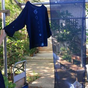 西表島で琉球藍 貴重な琉球藍とすべて天然の材料で発酵された藍は 、なんだか手を付けているだけで癒されました