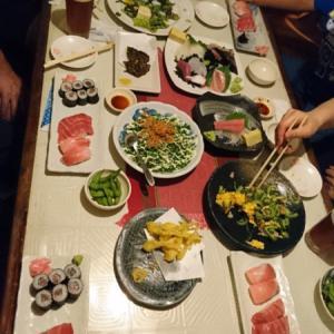 料理のボリュームが多いので大人数で行くと色々頼めて楽しい「石垣島ひとし本店」