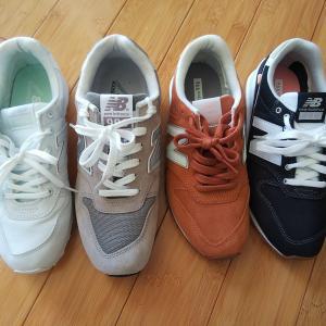 白いスニーカーから卒業する秋|大人のスニーカーは辛口コーデに似合う色を選ぶ