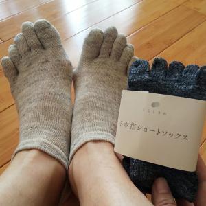 麻とシルクの5本指ショートソックスで血行促進|寝ているときに足がつる悩みを解消