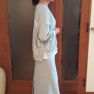 親子で着られるロゴ入りスウェット|スカートとセット買いしてレイヤードのこなれ感