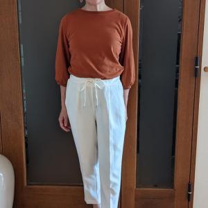 ショートヘアにしたら似合うTシャツが増えた!メリットは女っぽいパフスリーブをが媚びずに着られること