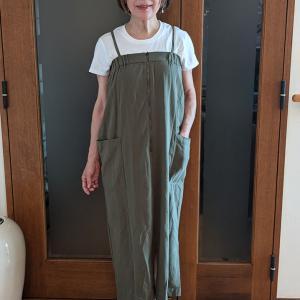部屋着に欲しいのはスマホが入る大きなポケット|アーミーカラーのジャンスカで大人カジュアル