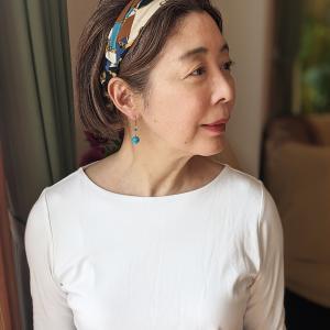 白Tシャツは寂しげに見える?ヘアアクセサリーで華やかさをプラスしました