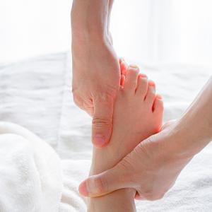 足のむくみは整体ですぐ解消!1回の施術で体重1kg減・ウエスト3cm減のおまけもありました