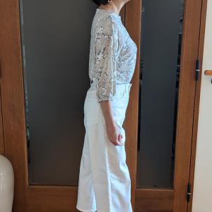 足首を細く見せるクロップドワイドパンツ|ホワイトデニムは華奢なハイヒールで女っぽく履く