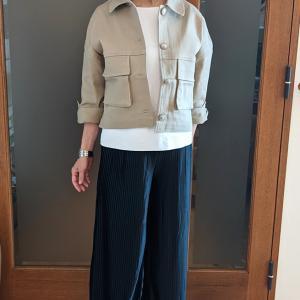 モードに着こなすベージュのデニムジャケット|作業着に見えないコーデと「こなれ感」の作り方