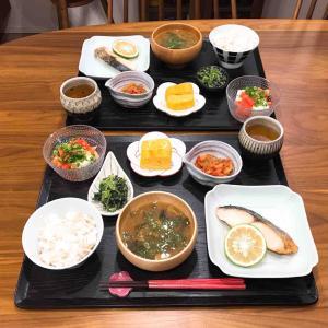 きちんと和食の晩ごはん。それとお気に入りの化粧下地。