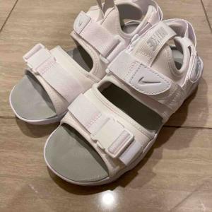 新しく買ったサンダルがかわいい!それと毎年買っている靴。