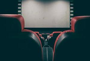 """""""最新映画館並みのサウンド""""を部屋で再現するのってアンプとスピーカーで10万くらいかかるん?"""