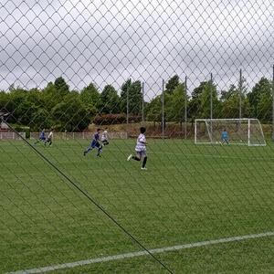 サッカー少年ひた走る