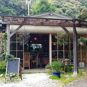自然醸造の調味料使用の素敵なレストラン「バグース」