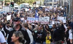 ケアンズ、コロナ状況40**シドニーでロックダウン反対デモ