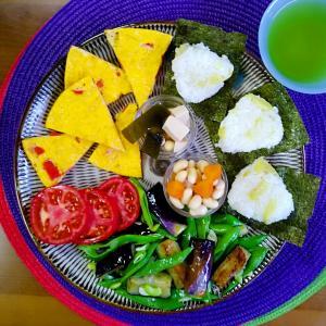 【Miho's和ごはん】サツマイモ入り炊き込みご飯とジャンボいんげんとナスの炒めものとオムレツ