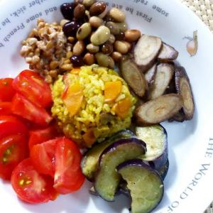 【Miho's和ごはん】ニンジンのカレー風味炊き込みご飯と焼き野菜もり