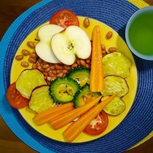 【M's和ごはん】焼き野菜とお豆とトマトとリンゴのサラダもり