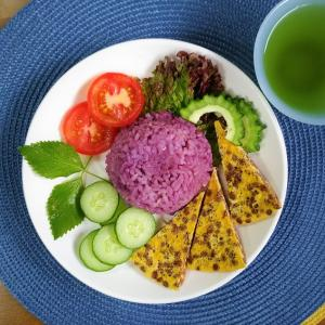 【M's和ごはん】紫芋の炊き込みご飯とレンズ豆のオムレツ 少食バージョン
