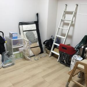 モノが床置きの物置部屋を安心して遊べる子供部屋に改善!【整理収納コンサル事例】