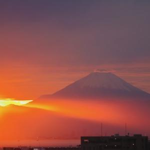房総から東京湾越しに見える富士山