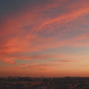 夕陽に染まる巻層雲