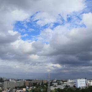 低く空を覆う層積雲