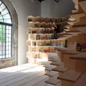 スロベニアのアーティストによるクールなブックシェルフ! ヴェネツィア・ビエンナーレ国際美術博覧会