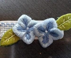 刺し織り×立体刺繍でバレッタ