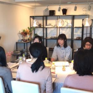 「知る・愉しむ〜日本の器 い・ろ・は n-ist講座」四月の特別レッスンの様子