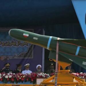 イラン軍の発射した弾道ミサイルが米空母近くで爆発=FoxNews