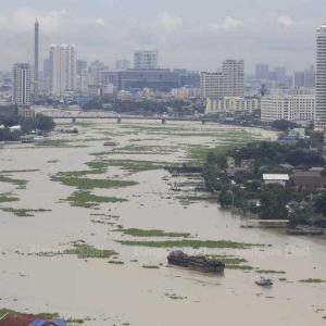 洪水に瀕するチャオプラヤ川