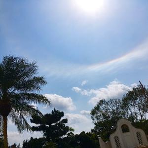 白い家フェローシップチャーチの上空に虹だよー