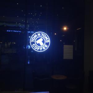 BTSオンヌットHABITOの中にある24時間カフェ