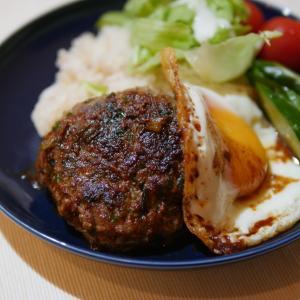我が家の玉ねぎではなく、小ねぎ、ニラで作るハンバーグが美味。人気のワンプレート、ロコモコを作ろう