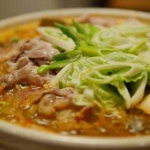 セロリがポイント!市販のキムチと味噌、豆板醤で作る、辛さ自由自在のお家チゲ鍋レシピ|ニューエプロン!