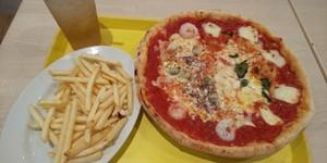 ピザが食いたい!でも雨でツーリング からのピザもいけない!ので近くでピザ ツーリング