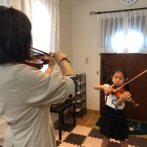 5才ーキラキラ星変奏曲を弾き出しました。