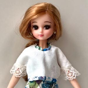 リカちゃんの洋服・小物制作 (3) ブルーのリバティ柄サロペットとホワイトジャケット