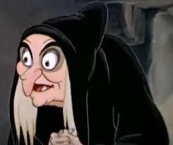 毒リンゴ売りの魔女か幸せを放つ美魔女かどっちがいいかな♡