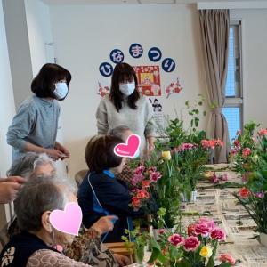 老人施設の生花ボランティアに伺いました。