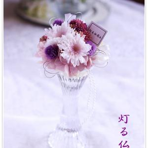 """プリザーブドフラワーの""""灯る仏花Ⓡ"""" です。"""