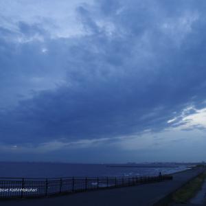梅雨入り後の曇り空