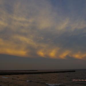紅く染まる夕雲