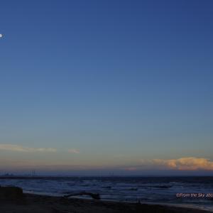 昇る月、沈む日