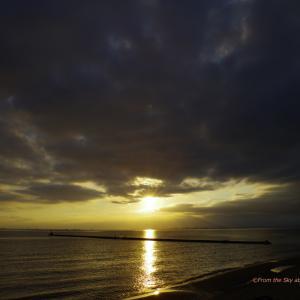 雲間からの夕日